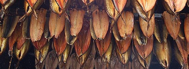 como-se-hacen-los-ahumados-salmon-y-arenque-4