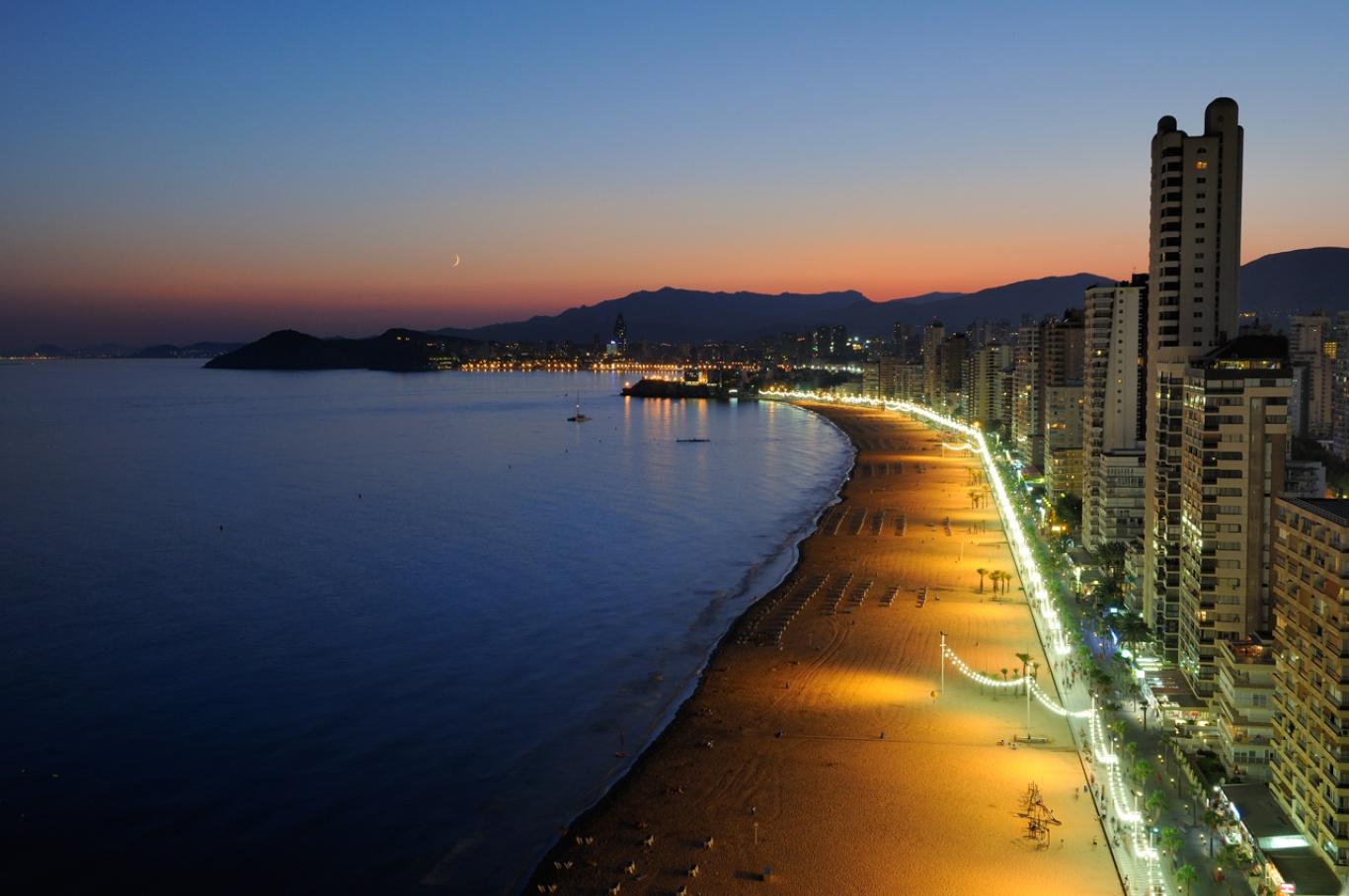 1366_1260884529_playa-de-levante-benidrom-espana