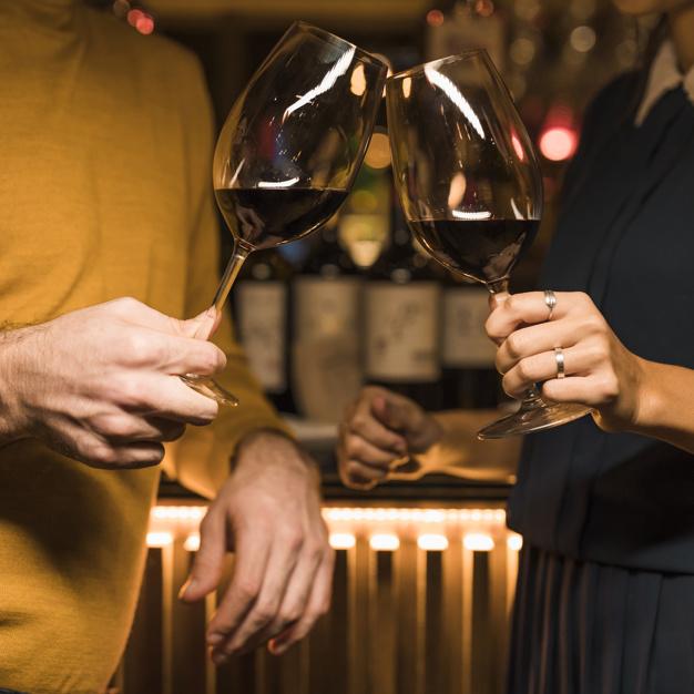 Los mejores vinos tintos de España pueden tomarse solos o maridando platos
