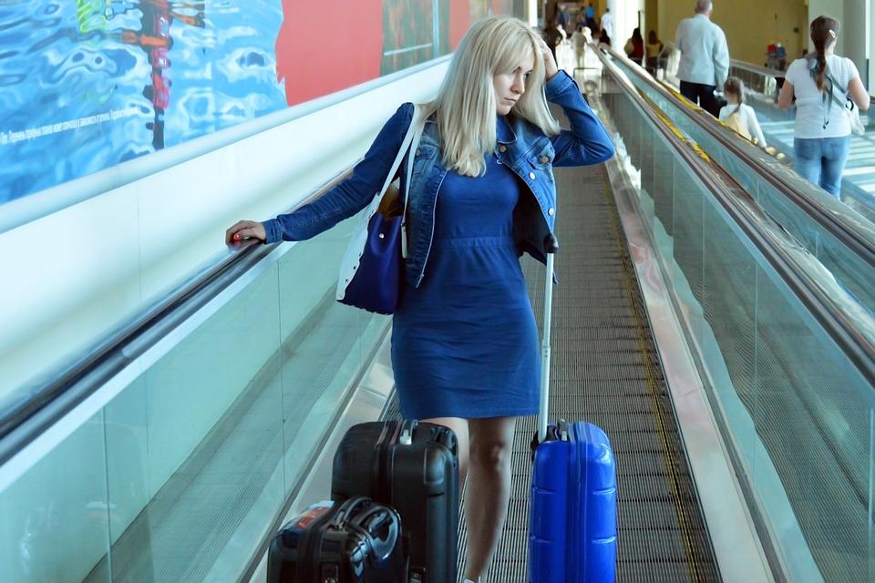 Personas con dificultad para conciliar el sueño en general, viajeros con Jet-Lag o trabajadores nocturnos con turnos rotativos, se beneficia especialmente de la melatonina en pastillas o gotas