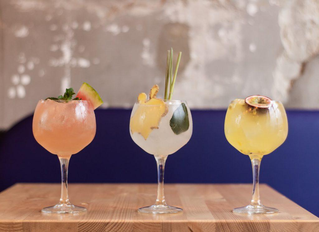 Disfrutar de una cóctel se asocia con momentos especiales de ocio, como los que ofrecen las coctelerías en Mallorca.