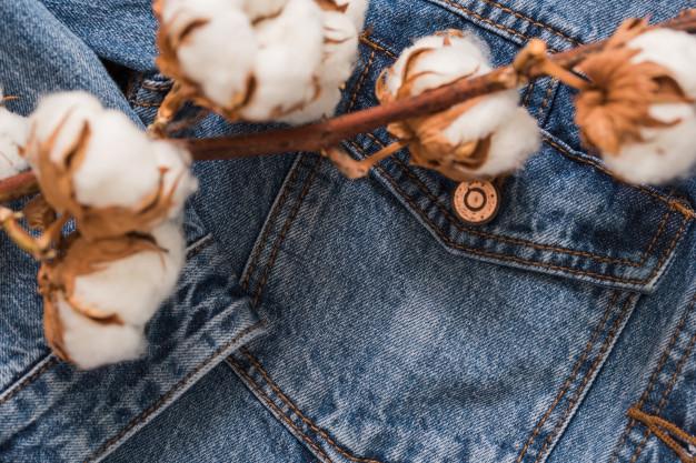 El tejido de las camisas vaqueras suele ser de algodón de alta calidad.