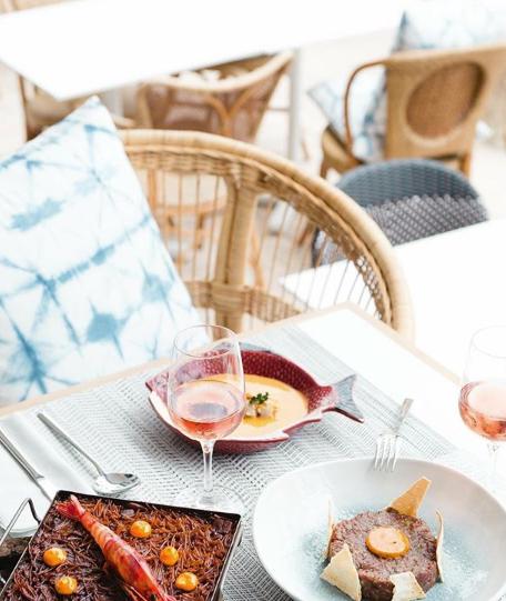 La cocina del restaurante Salicornia, fusión de tradición y vanguardia, permanece abierta todo el día.